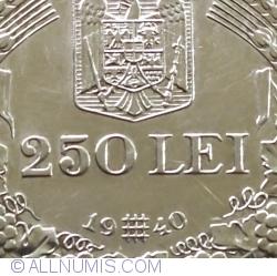Imaginea #1 a 250 Lei 1940 Legionara