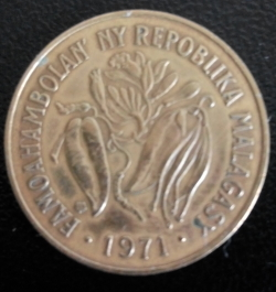 Image #2 of 10 Francs (2 Ariary) 1971